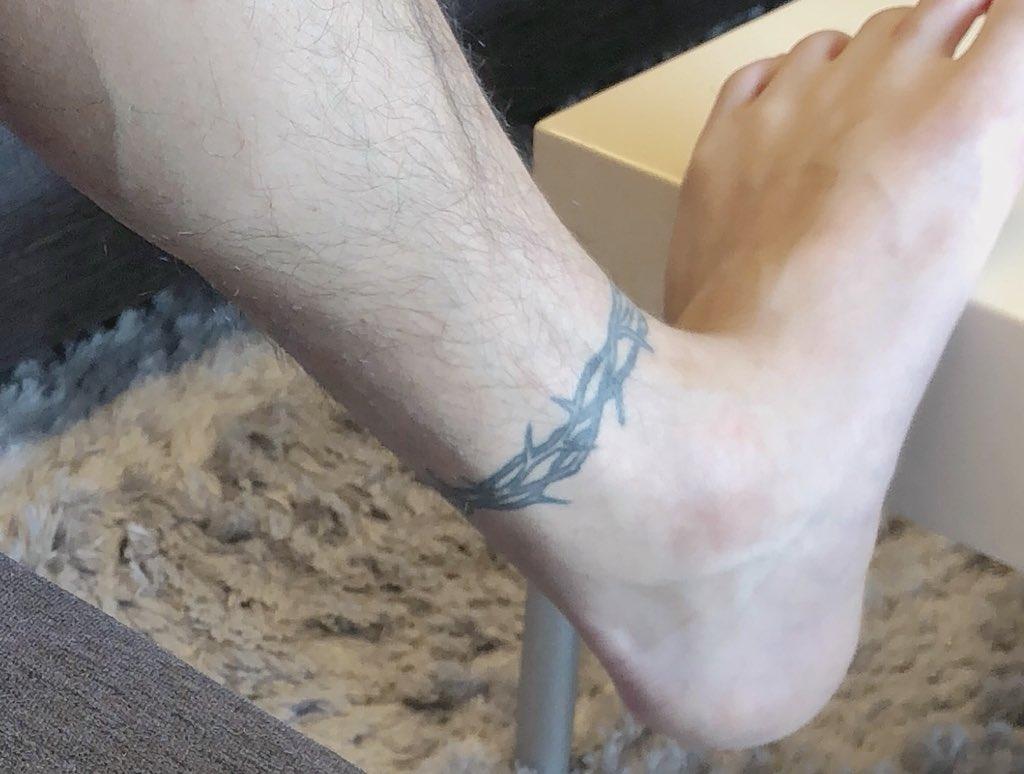 【検証画像】NEWS手越祐也のタトゥーは両足首、ヘソ付近の合計3つ!? アイドルのタトゥーに賛否!