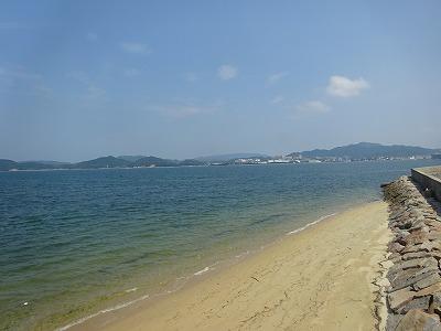 海沿いの道を歩いて