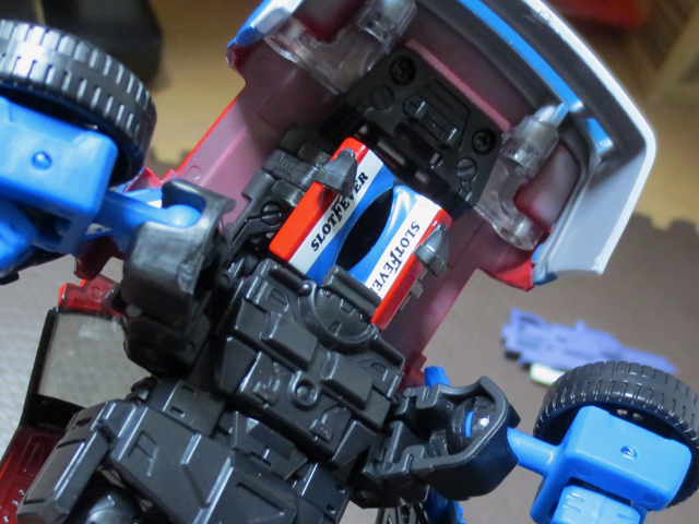 MP22_ULTRA_MAGNUS_b_03.jpg