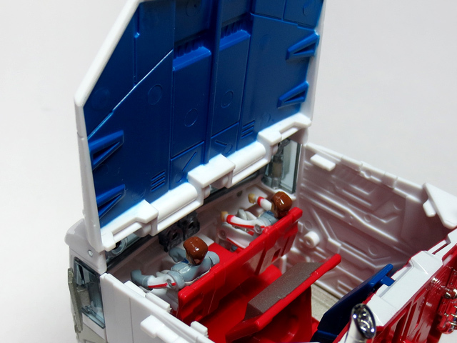 MP22_ULTRA_MAGNUS_b_16.jpg