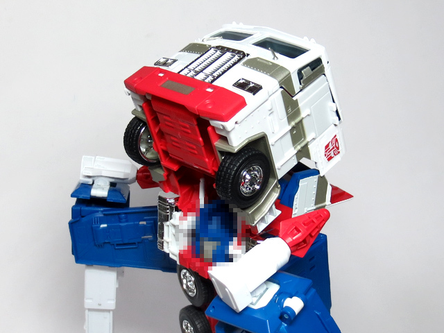 MP22_ULTRA_MAGNUS_b_29.jpg