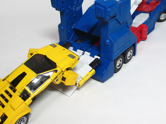 MP22_ULTRA_MAGNUS_b_40.jpg