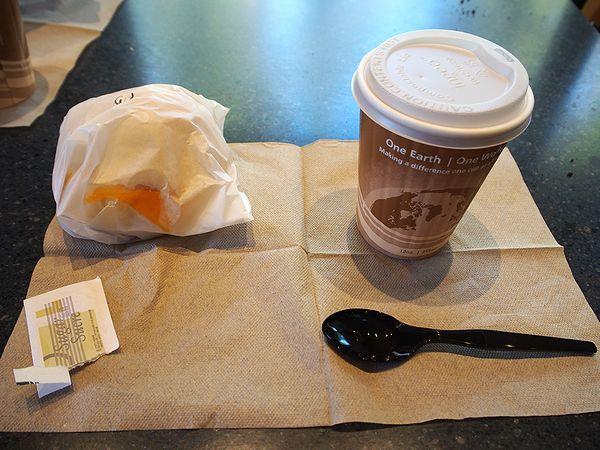 レイクルイーズビジターセンターで朝食