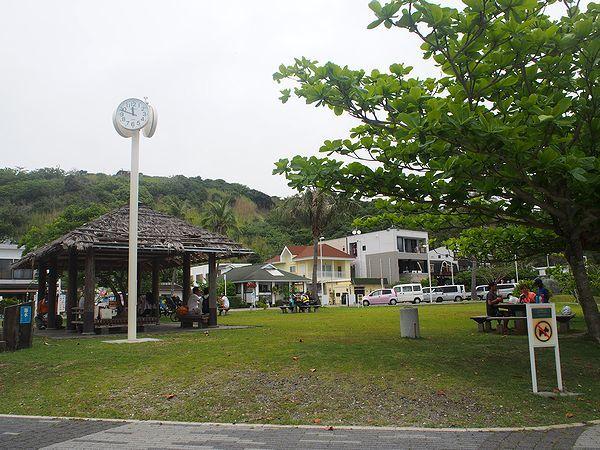 青灯台前の広場
