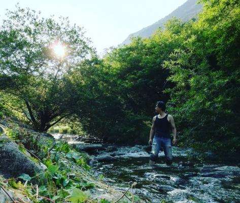 渓谷の上流へ