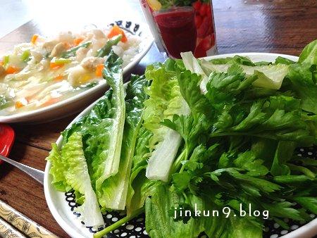 なんとなく 4-01 まぶしい朝日の中で頂く 朝の野菜とキノコのシチューライス 2