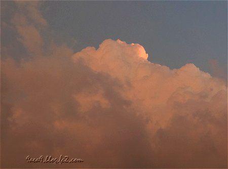 夕焼けだけど雲だらけ