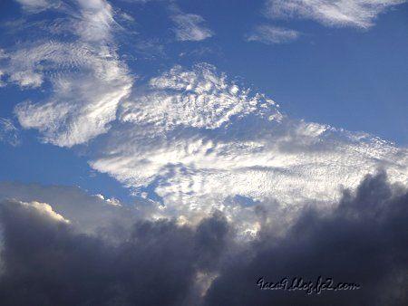 台風の後の空