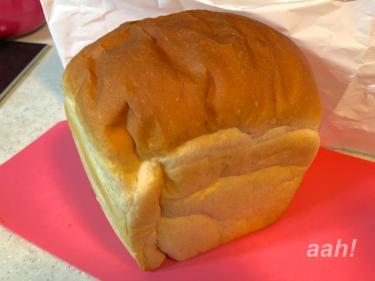 あえて自分で好きな厚さに切る。食パンの楽しみw