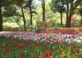 日本庭園を背に