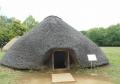 竪穴住居の復元展示