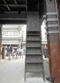 上に昇る階段