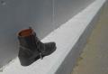 段差に置かれたブーツ