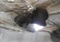 小さい洞穴も