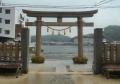 神社の反対側は浦賀湾