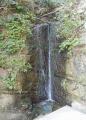 安養寺裏手の滝