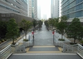 すずかけ通り歩道橋から見るグランモール公園