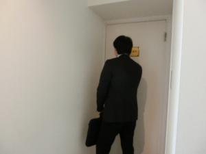 斎藤先生、ノックをされてご入室です。