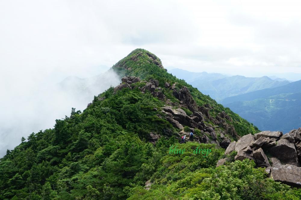 岩稜帯を往く*