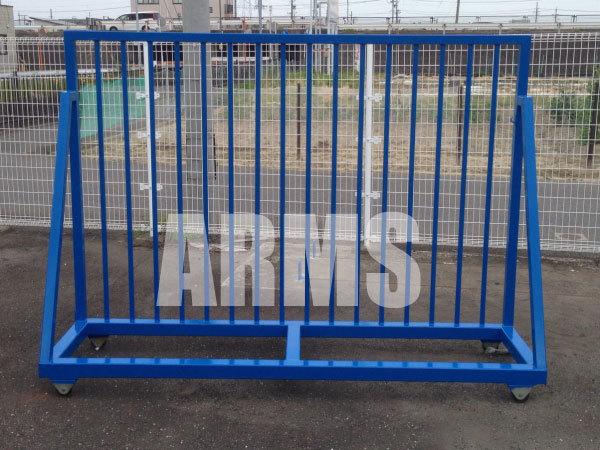 錆びた鉄柵を塗装する