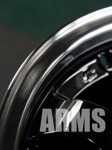 アルミ溶接でホイールリムを修理