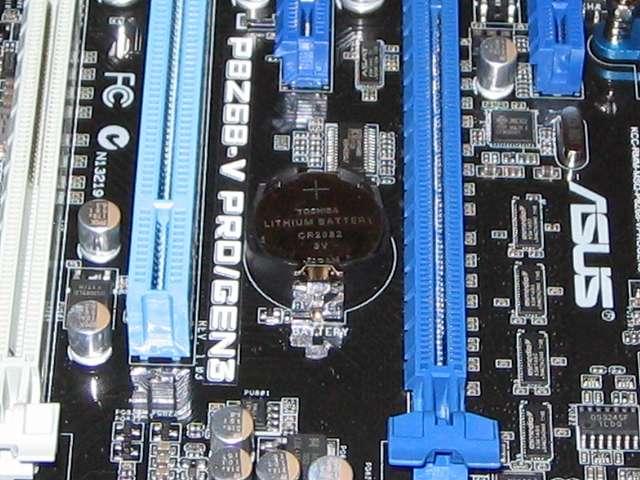 ASUS P8Z68-V PRO/GEN3 購入時に取り付けられていた CMOS バッテリーから TOSHIBA CR2032 リチウムイオン電池(同等品 DL2032)に交換