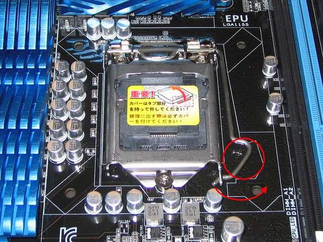 ASUS P8Z68-V PRO/GEN3 LGA1155 CPU ソケット ロック解除、レバーを押し下げて横にスライドさせる