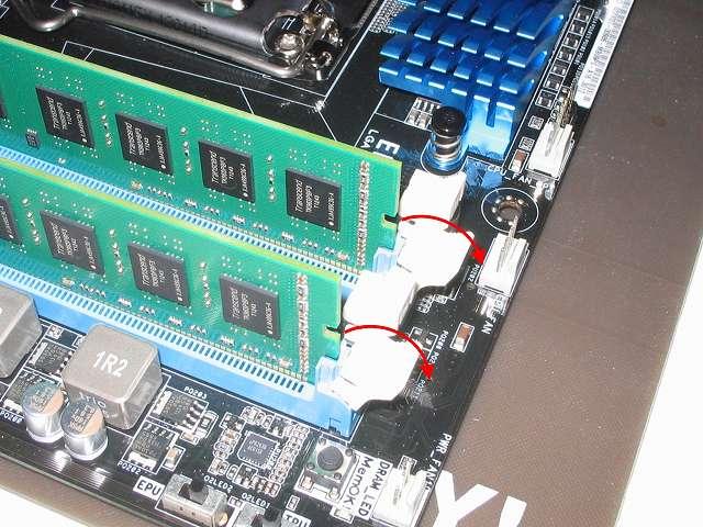 ASUS P8Z68-V PRO/GEN3 DDR3 メモリースロットノッチ側 Transcend JetRam PC3-12800(DDR3-1600) 16GB KIT(8GB×2) 永久保証 JM1600KLH-16GK の取り外し