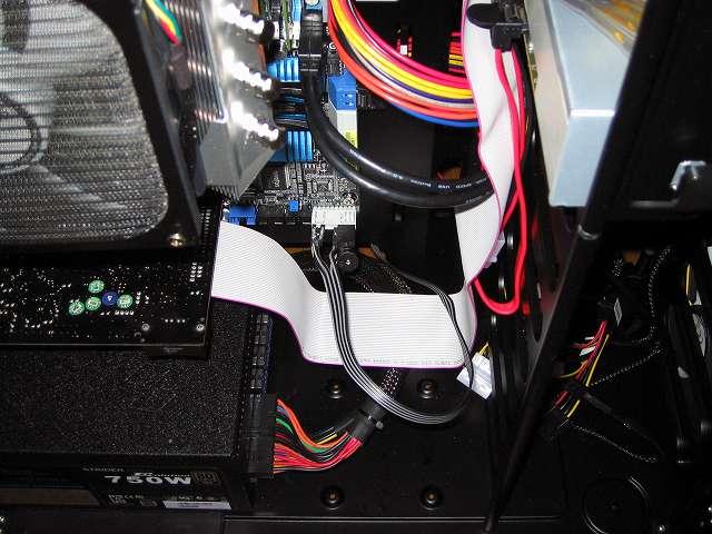 Creative Sound Blaster X-Fi Fatal1ty PCI Card と 5 インチ I/O ドライブに接続した Lumen IDE フラットケーブルケーブル FC-IDE1L 55cm 配線整理
