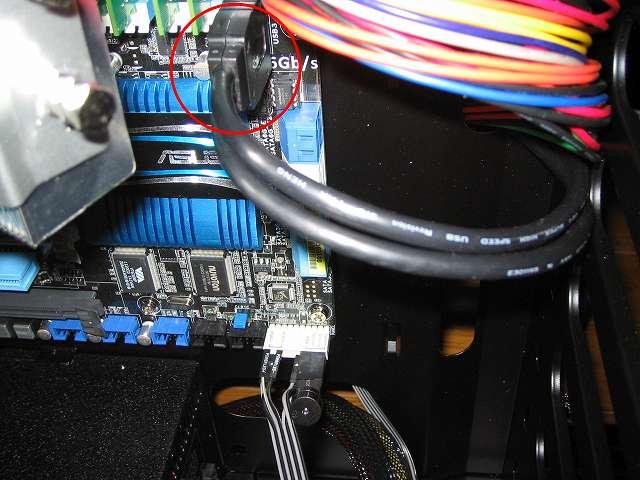 PC ケース Antec Three Hundred Two AB フロント I/O ポートケーブルの USB 3.0 内部マザーボードコネクターを ASUS P8Z68-V PRO/GEN3 USB 3.0 コネクターに接続