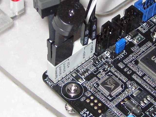 ASUS P8Z68-V PRO/GEN3 システムパネルコネクター(20-8 ピン PANEL) に Q コネクターを取り付け