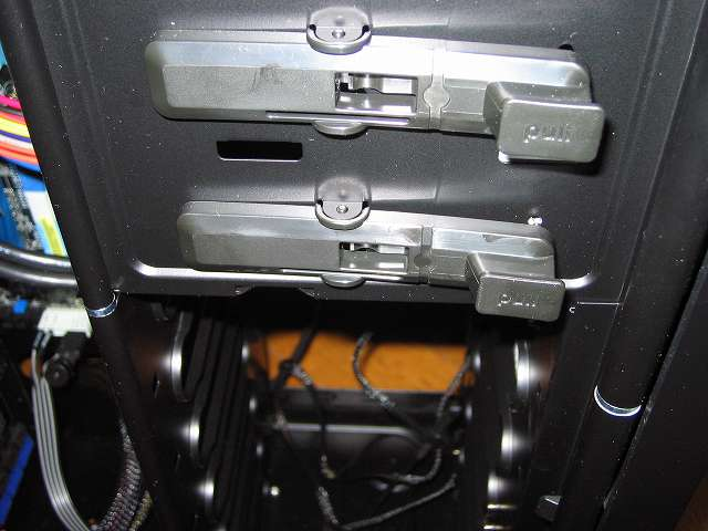 PC ケース Antec Three Hundred Two AB 5.25 インチドライブベイ ツールレスロック機能 ドライブ固定専用レバー