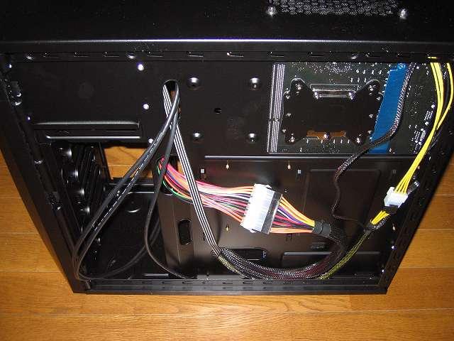 PC ケース Antec Three Hundred Two AB で電源ユニット SilverStone STRIDER Gold Evolution SST-ST75F-G-E 8/4-Pin・24/20-Pin プラグインケーブルの配線完了
