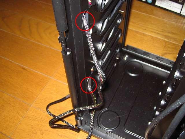 Ainex 防振ゴムワッシャー MA-024 を装着した GELID Silent12 を PC ケース Antec Three Hundred Two AB のフロント部分に吸気ファンとして取り付けてネジ締め、GELID Silent12 のスリーブケーブルをに通して裏配線する