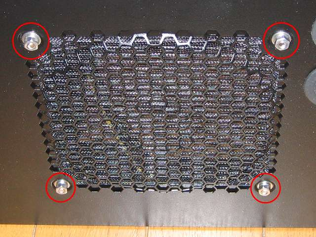 PC ケース Three Hundred Two AB 内側天板から Ainex アルミファンフィルター 140mm CFA-140A-BK をステンレス なべ頭ビス・六角ナット M4・スプリングワッシャー M4・丸ワッシャー M4 で取り付け、天板外側のネジ山にステンレス 丸ワッシャー M4・スプリングワッシャー M4・六角ナット M4 を取り付けて仮止めする