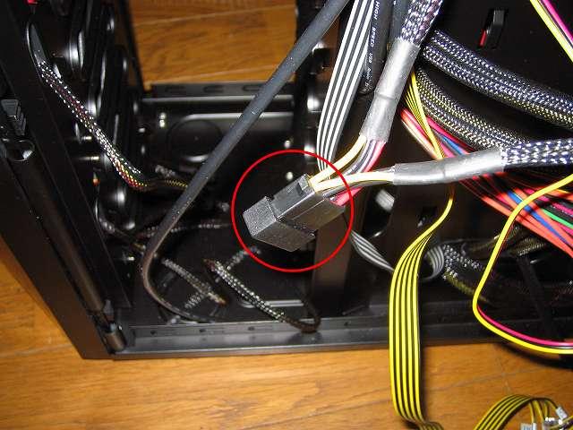 電源ユニット SilverStone STRIDER Gold Evolution SST-ST75F-G-E 3x4-Pin Peripheral connector+1x4-Pin Floppy connector プラグインケーブルの余ったコネクタはホコリ侵入やショート防止のため保護カバーを取り付ける