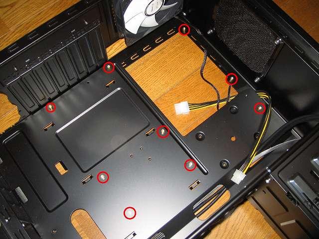 PC ケース Three Hundred Two AB マザーボードベースにスペーサーを取り付ける、ASUS P8Z68-V PRO/GEN3 の場合は 9か所