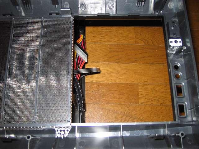 PC ケース Antec Three Hundred Two AB フロントパネルからドライブカバーを外したところ