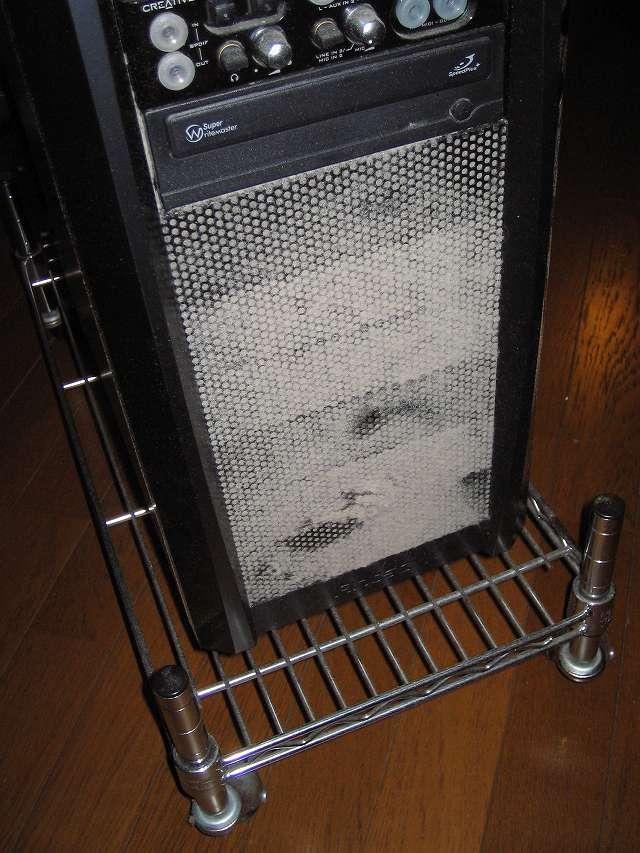 メイン PC、Antec ゲーミング PC ケース Three Hundred Two AB フロントパネル、フロントメッシュのホコリ
