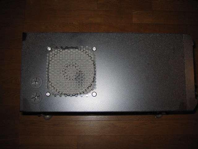 メイン PC、Antec ゲーミング PC ケース Three Hundred Two AB 天板ファンガード、アルミファンフィルターのホコリ