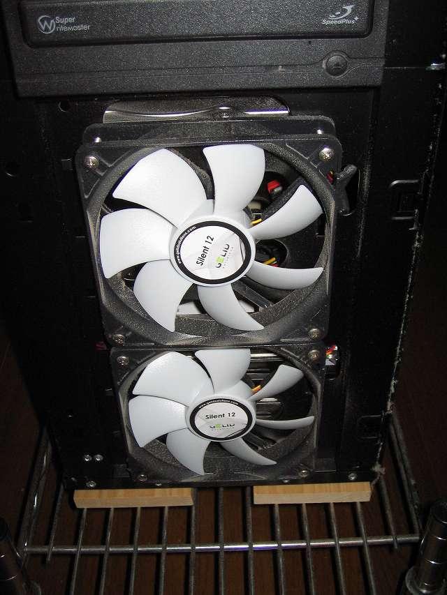 メイン PC、Antec ゲーミング PC ケース Three Hundred Two AB フロントパネル、フロントファンのホコリ