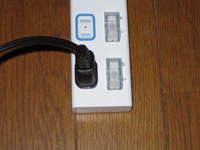 ドリップ完了後、TIGER コーヒーメーカー 真空ステンレスサーバータイプ カフェブラック 8杯用 ACW-S080-KQ のプラグを抜かずに Panasonic ザ・タップX WHA25244WP 4コ口 個別防水スイッチ付 2m コード の個別防水スイッチを切ることにしている