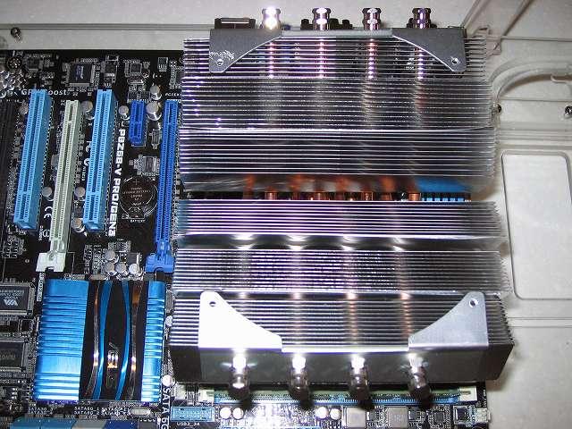 CPU クーラー Scythe グランド鎌クロス リビジョンB SCKC-2100 風丸2 取り外し、BIOS アップデートのみの短時間作業のためファンは不要と判断して取り外している