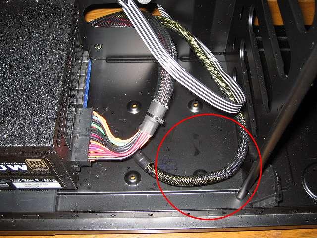 電源ユニット SilverStone STRIDER Gold Evolution SST-ST75F-G-E に接続した 8/4-Pin EPS/ATX 12V connector プラグインケーブル(750mm)が長くケース内で余るの短いほうのブラグインケーブルに交換