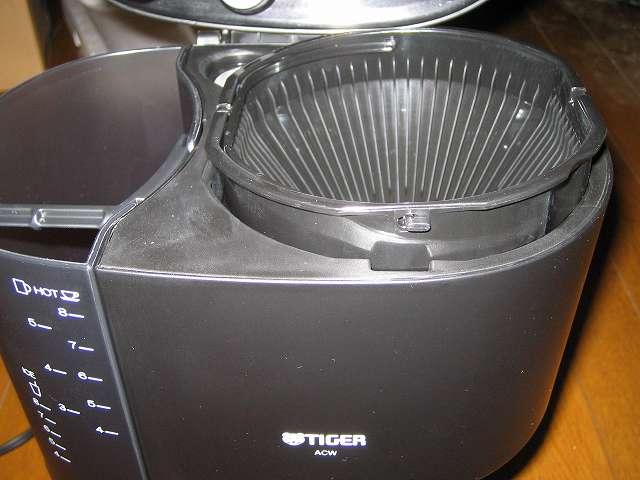 TIGER コーヒーメーカー 真空ステンレスサーバータイプ カフェブラック 8杯用 ACW-S080-KQ フィルター形状非対称のため向きを間違えるとコーヒーメーカー本体にセットできない