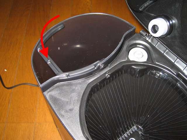 TIGER コーヒーメーカー 真空ステンレスサーバータイプ カフェブラック 8杯用 ACW-S080-KQ 水タンクの持ち手は片方向にしか倒せない