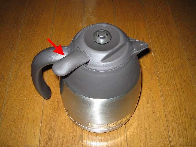 TIGER コーヒーメーカー 真空ステンレスサーバータイプ カフェブラック 8杯用 ACW-S080-KQ 真空ステンレスコーヒーサーバー、サーバーフタは画像矢印の方向に回すことで取り外せる