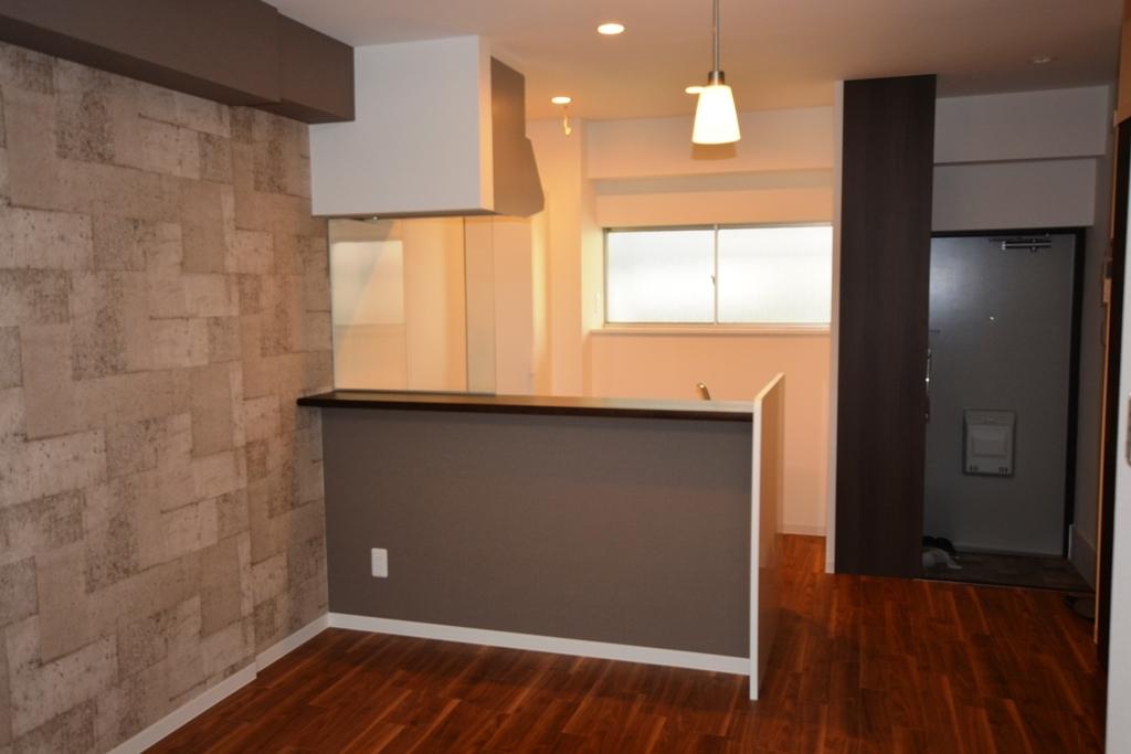 施工後 繕様 106玄関キッチン壁