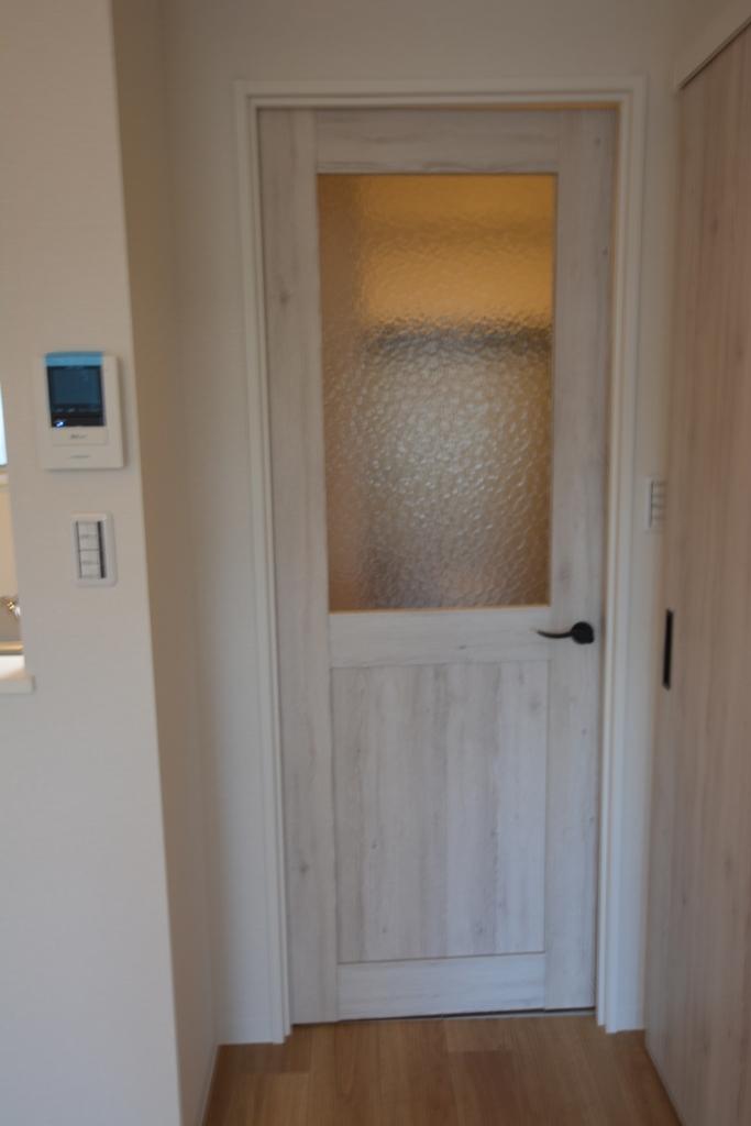 施工後 繕様301居間へのドア