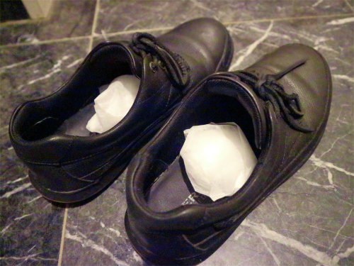 何でも使える万能な重曹で靴の匂いを消臭・除湿しよう